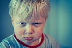 Afbeeldingsresultaat voor fotos van mensen die boos kijken