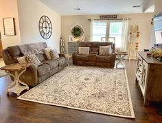 Brown Couch Living Room, Rugs In Living Room, Living Room Furniture, Living Room Designs, Brown Couch Decor, Room Rugs, Farmhouse Area Rugs, Modern Farmhouse, Farmhouse Style