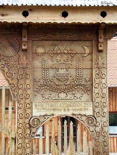 Kárpátutak: Erdély: Székelykapuk 1. - Az Akó-kaputól Korondig Wood Carving Art, Folk Music, Country Life, Hungary, Folk Art, Gate, Traditional, Woodcarving, Mirror