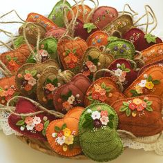 I finished a whole lot of these pumpkins. This batch is for the quilt show that I will be selling at at the end of September. Any left aft. Autumn Crafts, Thanksgiving Crafts, Holiday Crafts, Fall Felt Crafts, Felt Embroidery, Felt Applique, Fabric Crafts, Sewing Crafts, The Quilt Show