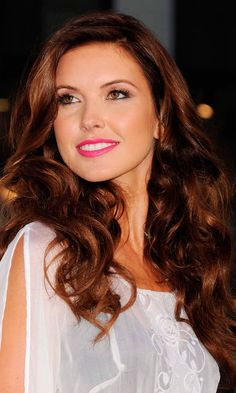 Brunette Hair Color Trends for Beautiful Girls. See all Brunette Hair Color Trends 2013 from Cute Easy Hairstyles - Best Haircut Style and Color Ideas. Golden Brown Hair Color, Brown Hair Colors, Golden Red, Hair Colours, My Hairstyle, Pretty Hairstyles, Easy Hairstyles, Weekend Hair, Hair Color And Cut