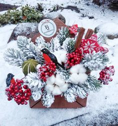 Christmas Flower Decorations, Xmas Wreaths, Christmas Centerpieces, Holiday Decor, Easter Flower Arrangements, Christmas Floral Arrangements, Flower Centerpieces, Christmas Mood, Christmas Baubles