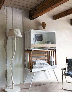 Creatief met kratten en kisten! Kijk voor de tips op http://www.vtwonen.nl/blog/styling-ideeen/creatief-met-kratten-en-kisten.html