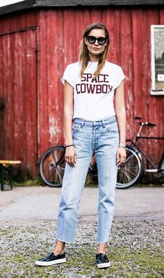 graphic tee + high waisted jeans + sneakers