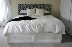 queen sized storage bed. this blog tells you how to BUILD it. the bed AND the drawers separately.