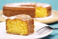 Voici la recette du meilleur gâteau au yaourt du monde et elle est signée Julie Andrieu Food Cakes, Sweet Recipes, Cake Recipes, Creme Dessert, Baking Soda Uses, Almond Cakes, Cake Batter, Cakes And More, Sweets