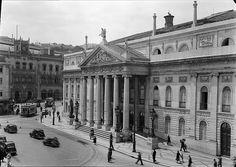 Teatro Nacional Dona Maria II, Lisboa, Portugal by Biblioteca de Arte-Fundação Calouste Gulbenkian, via Flickr