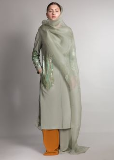 Dress Indian Style, Indian Dresses, Indian Outfits, Pakistani Dresses Casual, Pakistani Dress Design, Churidar Designs, Kurti Designs Party Wear, Indian Designer Outfits, Indian Attire