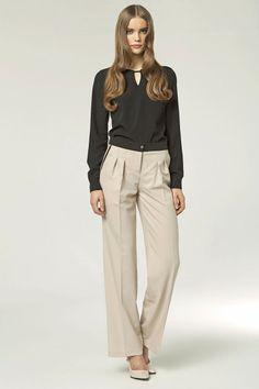 Pantalon, à pinces, beige avec ganses noires.