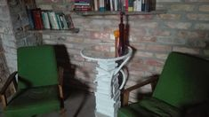 Na swoim miejscu :) #perfectplace #firtscoffeetable #oldbooks #mirror #rope #diy #nomoneyrenovation #newpassion Ladder Decor, Diy, Inspiration, Instagram, Home Decor, Biblical Inspiration, Decoration Home, Bricolage, Room Decor