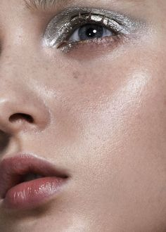 Make Up Tips : phreshouttarunway: Madison Stubbington photographed by Mark Rabadan Makeup Inspo, Makeup Art, Makeup Inspiration, Makeup Tips, Hair Makeup, Makeup Ideas, Glow Makeup, Body Makeup, Silver Eyeshadow