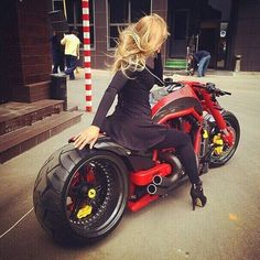 sexy Custom Motorcycles, Custom Bikes, Cars And Motorcycles, Vrod Muscle, Instagram Smiles, Motorcycle Exhaust, Hot Rides, Luxury Cars, Ferrari