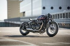 triumph-bobber-hold-on-go-fast-4-of-22