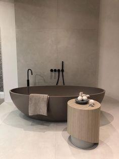 Modern bathroom design in 2020 bathroom design luxury modern bathroom design contemporary bathroom designs reduzierte outdoor teppiche Contemporary Bathroom Designs, Bathroom Design Luxury, Contemporary Bathroom Inspiration, Contemporary Wallpaper, Bath Design, Contemporary Decor, Modern Interior Design, Bad Set, Bad Styling
