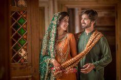 Pakistani bride and groom Desi Bride, Desi Wedding, Wedding Suits, Wedding Bride, Pakistani Couture, Pakistani Bridal, Bridal Mehndi, Bridal Dresses, Girls Dresses