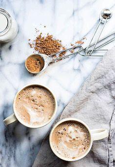 """体が冷えて体調を崩しやすいこれからの季節は、朝から""""甘酒ココア""""で体をポカポカに温めてみませんか?美肌からダイエット、脳の活性化にまで効果抜群の嬉しい甘酒ココアの魅力をご紹介します。 「・米麹から作られる甘酒(無糖):300ml ・カカオパウダー(無糖):小さじ2杯 ・すりおろした生姜:小さじ1/2杯 (ジンジャーパウダーでも可)」"""