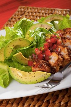 Spice up your salad with this recipe for a Grilled Chicken and Avocado Salad! It's filling and refreshing! Avocado Recipes, Lunch Recipes, New Recipes, Healthy Recipes, Healthy Meals, Healthy Food, Recipies, Easy Meals, Yummy Food