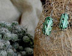 Orecchini in ceramica a forma di cactus di ArtCeramicJewelry  #jewelry #cactus #earrings #caltagirone #ceramics #artceramicjewelry #acj #sicily  Perfetti compagni di viaggio per le tue vacanze estive.  Perfect for your summer holidays.