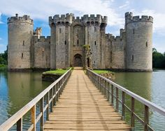 Bodiam Castle is a lovely relic from the medieval period in England. Found in the East Sussex area, this fourteenth-century structure features sturdy towers with fairy-tale crenellations, and the moat that surrounds the outer walls only adds to the picturesque appeal.