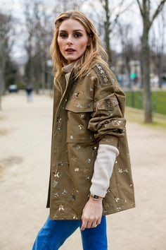Olivia Palermo in casual layers Olivia Palermo Lookbook, Olivia Palermo Style, Fashion Week Paris, Street Fashion, Victoria Tornegren, Valentino Jacket, Moda Boho, Looks Street Style, Mode Hijab