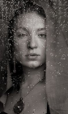 Rain behind the window Window Photography, Self Photography, Photography Projects, Creative Photography, Portrait Photography, Rainy Window, Photo Window, Under The Rain, Foto Real