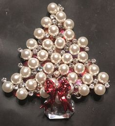 The book Christmas Pins Past & Present is now available online. Christmas Decorations For The Home, Christmas Centerpieces, Christmas Colors, Christmas Trees, Christmas Crafts, Vintage Pearls, Vintage Rhinestone, Vintage Jewelry, Jewelry Christmas Tree