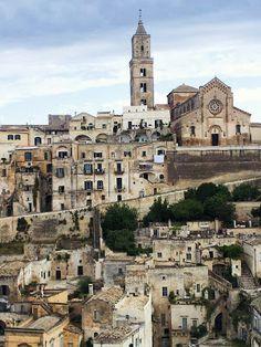 Scorcio di Matera, con il Duomo sulla vetta.