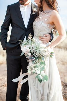 Air Plant bridal bouquet | Jenny Ostenson Photography | see more on: http://burnettsboards.com/2015/11/boho-chic-desert-wedding/