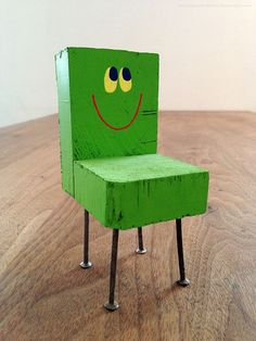 chair_wood_smile