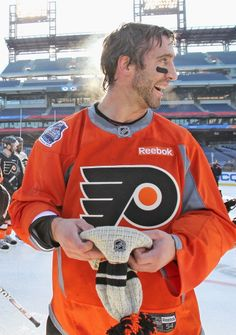 <3 this picture of Max Talbot