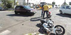 Motociclista sofre escoriações após acidente no centro da cidade - http://projac.com.br/noticias/motociclista-sofre-escoriacoes-apos-acidente-centro-da-cidade.html