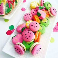 The fruit macaron by . These macarons are so amaziing! Macaroons, Macaron Cookies, Cake Cookies, Cupcake Cakes, Fruit Cupcakes, Macaroon Cake, Heart Cookies, Cute Desserts, Dessert Recipes
