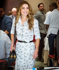 Queen Rania attends a meeting with members of HRD Committee