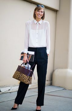 Karlie Kloss wearing a sheet white button-up top, black trousers . Woman Trousers how to wear black trousers in summer woman Summer Office Outfits, Fall Outfits For Work, Office Wear, Karlie Kloss, Creative Interview Outfit, Outfits For Job Interview, Stylish Clothes For Women, Trousers Women, Black Trousers