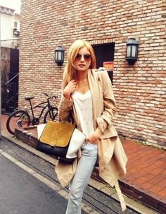 love the casual trench and colorblocked bag