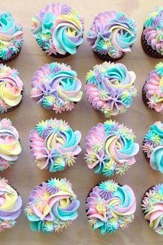 Rainbow cupcakes // unicorn themed parties