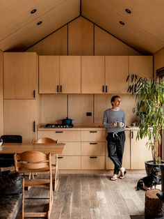 Think you can't do something amazing with a small space? This is Sarah-Lee Guittenit in the ingenious plywood kitchen of the… Small Space Living, Tiny Living, Small Spaces, Modern Tiny House, Tiny House Design, Eco Casas, Plywood Kitchen, Plywood House, Plywood Interior