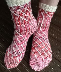 Ravelry: villiputti's Slippery Slope Socks