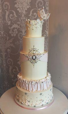 Jewel & hand pipped lace wedding cake / Gâteau de mariage bijoux précieux et dentelle Jewel Wedding Cake, Wedding Cakes, Homemade Cakes, Artisanal, Beaded Embroidery, Lace, Desserts, Jewels, Food