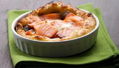 MINI QUICHE CON RADICCHIO, PROVOLA E SALMONE AFFUMICATO  http://www.fiordisapori.it/Ricette/Italia/Antipasto-Mini-quiche-con-radicchio,-provola-e-Salmone-affumicato  Un antipasto elegante e veloce da proporre per una cena romantica o in compagnia. Questa torta salata con Salmone affumicato Norvegese è stata ideata da Chiara Maci.