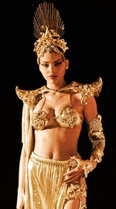 Exotic Ornella Muti as Princess Aura in the 1980 film, Flash Gordon . In a movie loaded with gorgeous, glamorous space babes, it's Ming. Flash Gordon, Ornella Muti, Sci Fi Movies, Movie Tv, Iconic Movies, Science Fiction, Billy Dee Williams, Tricia Helfer, Space Girl