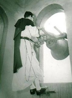 Ringing of the bells for Glorious Saturday or Holy Saturday in preparation for Easter Vigil services, prior to the liturgical reforms of Pope Pius XII in 1955.