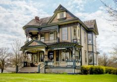"""Classic Victorian House in Osceola, Built in 1897 by Victoria George Barber Architect. Stunning portrait, comes from the architecture that we present below. A Victorian house known as the """"House Banta"""". This house was built on 2423 square meters wide, was built in 1897 in Osceola, Iowa. Classic-style luxury homes, with about a century old building was designed by Victorian architect George Barber. Fantastic old building that once registered on the National Register of Historic Places."""