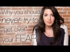 Press play to learn how to use fear to your advantage + a cool brain trick. Repin this vid if you're going to look at your fear differently now! For even more amazing #advice, click here: www.marieforleo.com