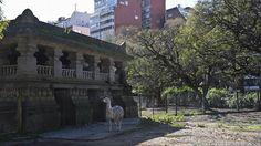 Critican la decisión de poner restaurantes en las antiguas jaulas del zoo  Los antiguas jaulas tienen un alto valor patrimonial. Foto: LA NACION / Fernando Massobrio