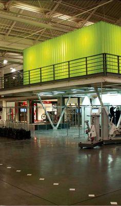 Projet : Btwin Village, usine et magasin de vélos Décathlon à Lille. Patriarche & Co. Architectes.  Concepteur lumière : Les Eclaireurs