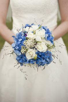 Recorrer a flores tingidas é uma opção para quem gosta de flores naturais que não existem na cor azul.