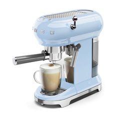 Coffe lovers💙 #mondaymood #coffeefirst #smeglovers #smeg50style