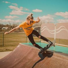 16 Ideas Style Girl Skater For 2019 Skater Girl Outfits Girl ideas Skater Style Girls Skate, Vans Girls, Boys Nike, Skater Girl Style, Skate Style Girl, Surf Style, Skater Jeans, New Yorker Mode, Skater Girl Outfits