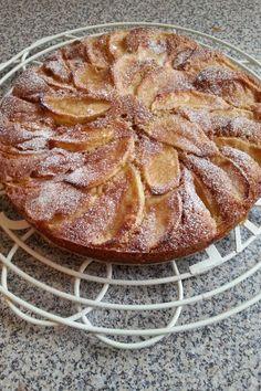 Apple & cinnamon sponge cake